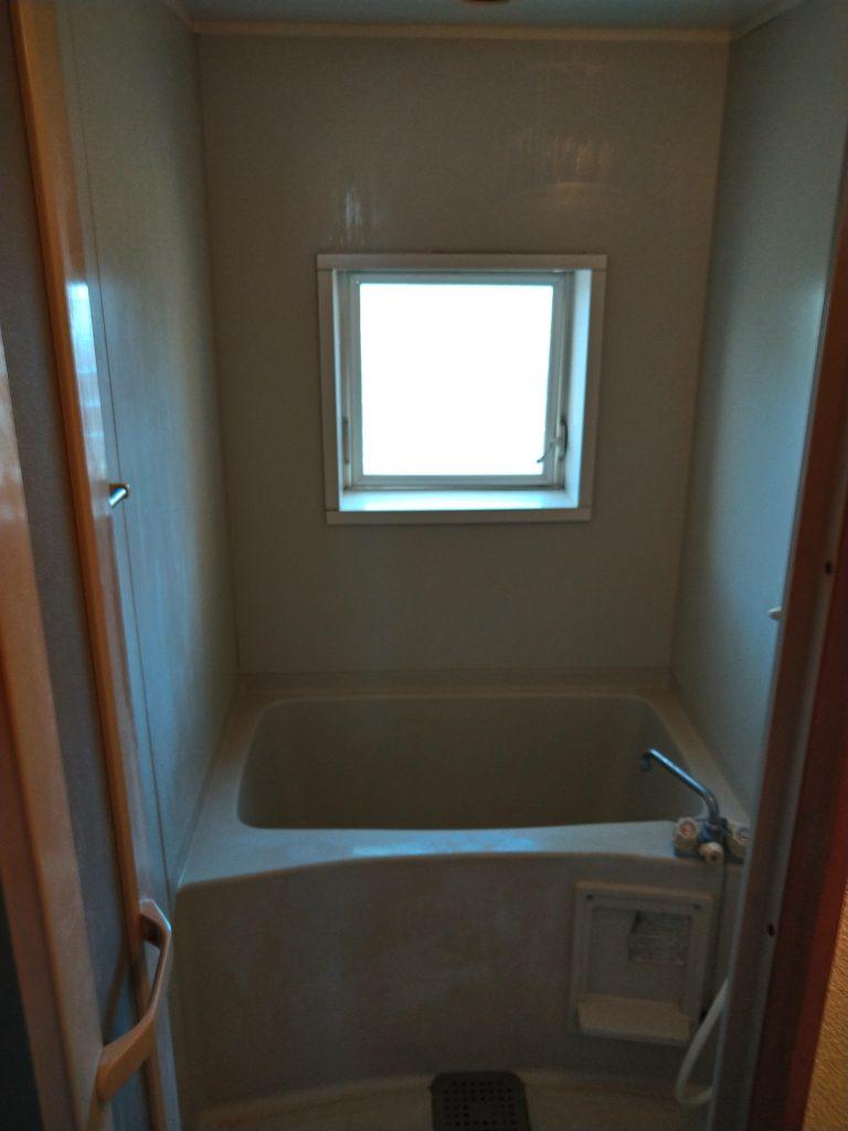 浴室は全体的に汚れが目立ってきていました。