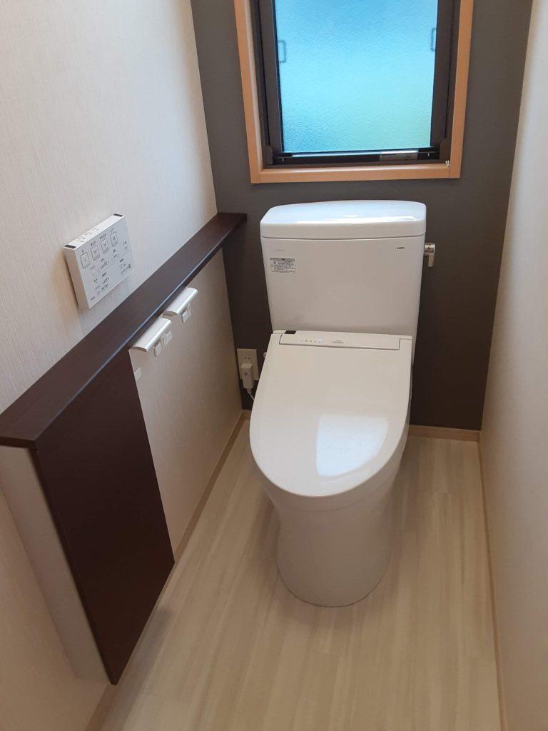 床のクッションフロアも張り替え、トイレはお掃除しやすい節水トイレにしました。